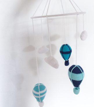 Hækleopskrift på hæklet uro med skyer og luftballoner - detaljerede hækleopskrifter
